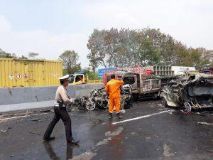 News Bekasi Reborn Enam Orang Tewas Akibat Tabrakan Beruntun Tol Cipularang KM. 91