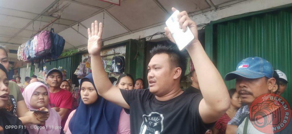 News Bekasi Reborn Toko Mas Sugeng Pasar Pamor Di Gruduk Penjual karna Di Isu kan Mau Tutup