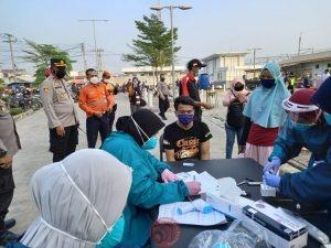 News Bekasi Reborn Kompol Mustakim Kapolsek Cikarang Utara beserta Unsur Muspika dan Petugas Medis Giat Swab Antigen Penumpang Comuter Line di station Cikarang