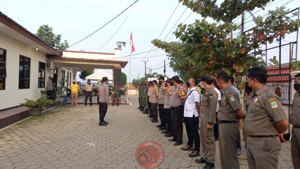 News Bekasi Reborn Kapolsek Tambelang AKP Miken Fendriyati SH.MH Pimpin Gelar Pasukan Pengamana Menjelang Idul Adha 1442 H