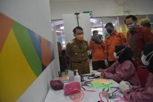 News Bekasi Reborn PJ Bupati Bekasi Dani Ramdan Targetkan Akhir Agustus 1.2 juta Warga Bekasi sudah di Vaksin