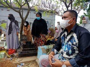 News Bekasi Reborn H.maslam Kepala Desa Pasir Gombong Hadiri Pemakaman Ibunda Ketua Bumdes