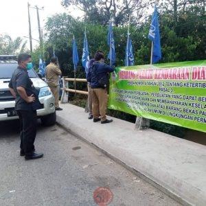 News Bekasi Reborn Ropi Camat Cikarang Timur Tegur Pemilik Grosir Sembako Mobil Supllier Bongkar Muat di Jembatan
